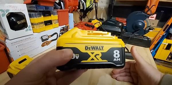 Спецификация аккумуляторной батареи DeWalt DCB208