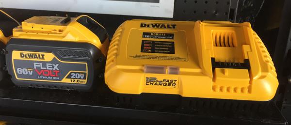 Зарядное устройство Девольт DCB1112